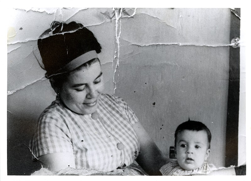 Magdalena Rodríguez e hijo