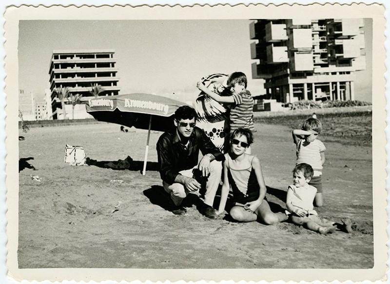 Familia en la playa del Reducto I