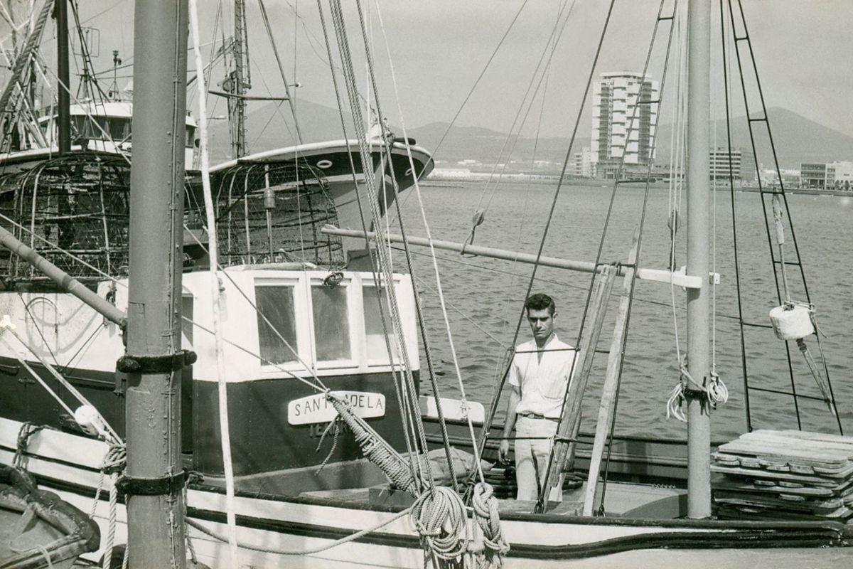 Hombre en barco