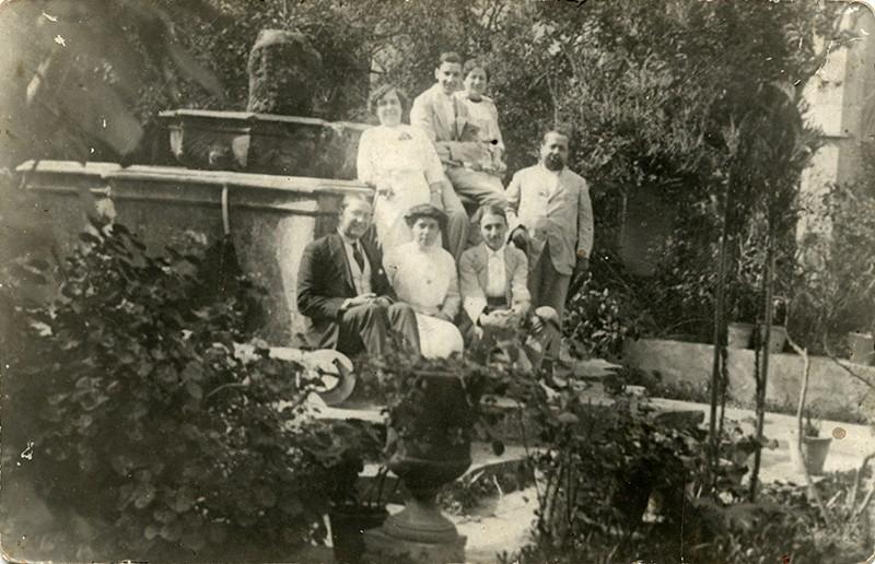 Retrato junto a la fuente