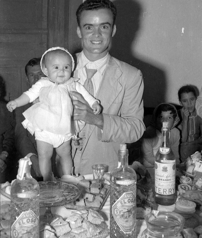 Muchacho con bebé