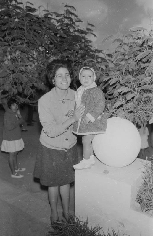 Señora con niña en Mala