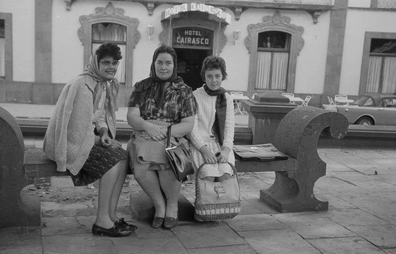 Mujeres en la Plaza Cairasco