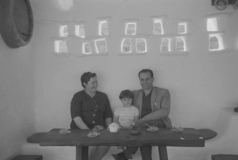 Javier Reyes, esposa e hija