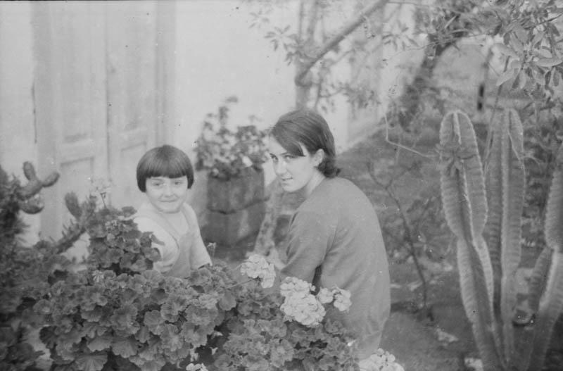 Anisia e Iraida Reyes en Máguez