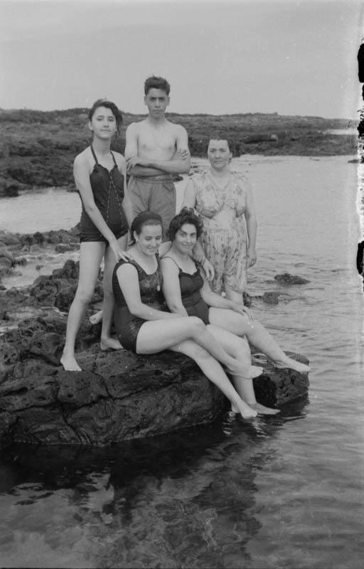 Bañistas en Punta Mujeres I