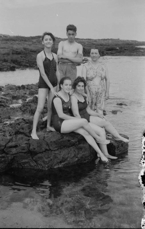 Bañistas en Punta Mujeres II