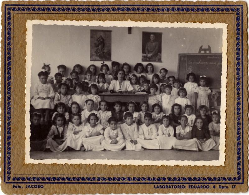Grupo de alumnas con Mercedes Medina
