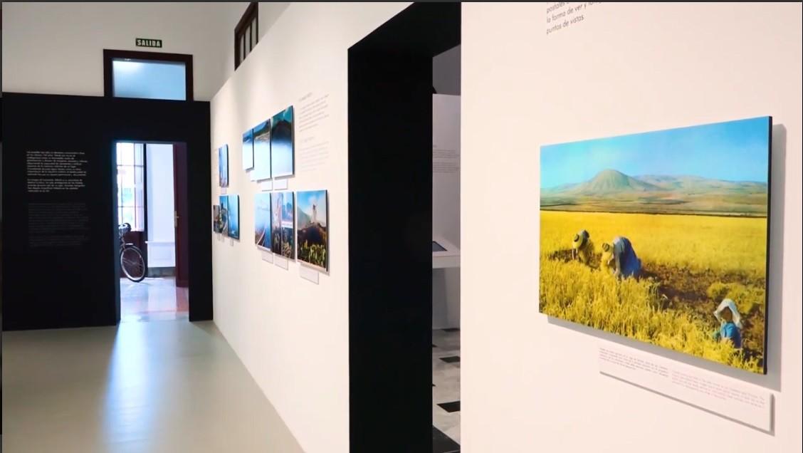 """Recorrido por la exposición """"Lanzarote y la tarjeta postal"""""""