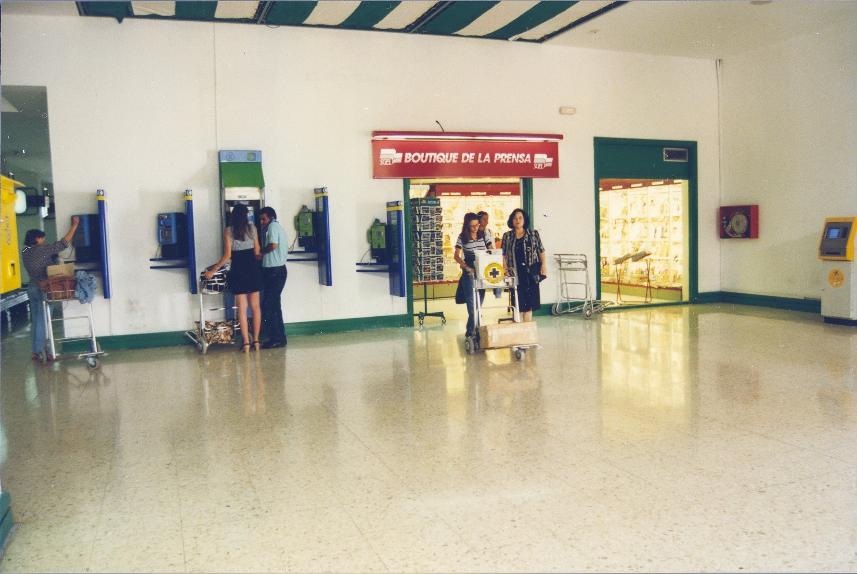 Antigua terminal del aeropuerto XI
