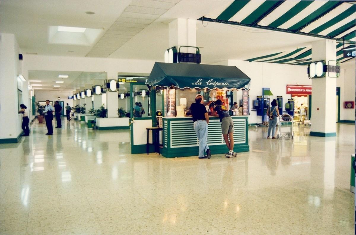 Antigua terminal del aeropuerto XX
